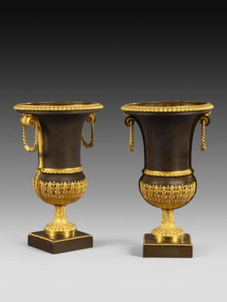 Vases Médicis noir et or